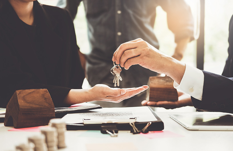 Advantages of Using an Attorney vs. Title Company